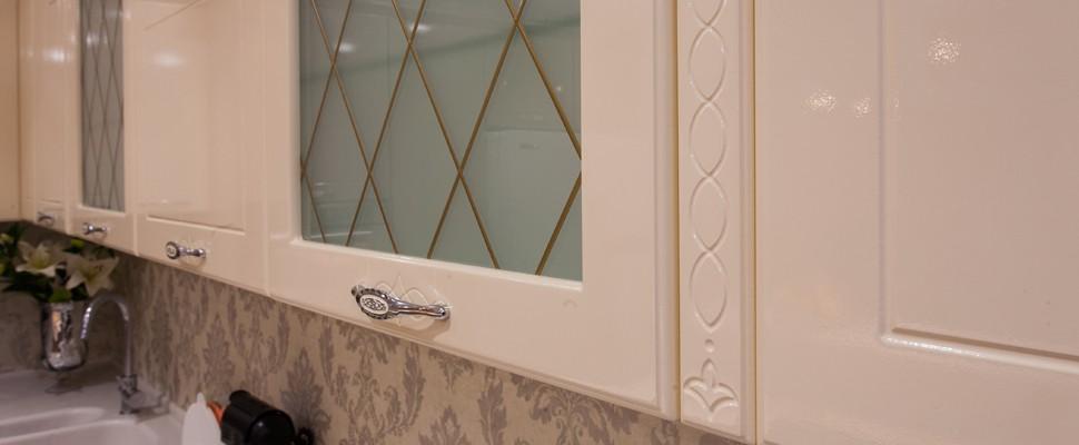 Фасад для кухни из термопластика со стеклом